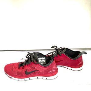 Nike free 5.0 pink tennis shoe
